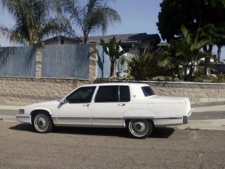 1992 Cadillac Fleetwood 60 Special Sedan 4 - Door 4.  9l photo