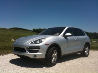 2011 Porsche Cayenne Base Sport Utility 4 - Door 3.  6l photo