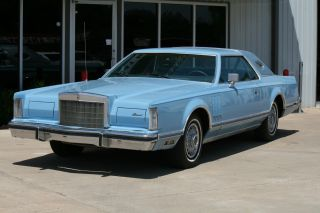 1978 Lincoln Continental Hardtop 2 - Door 6.  6l 400 Cubic Inch photo