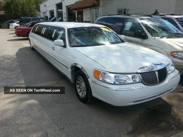 2000 Lincoln Town Car Stretch Limousine