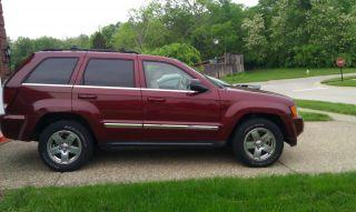 2007 Jeep Grand Cherokee Limited Sport Utility 4 - Door 5.  7l Hemi photo
