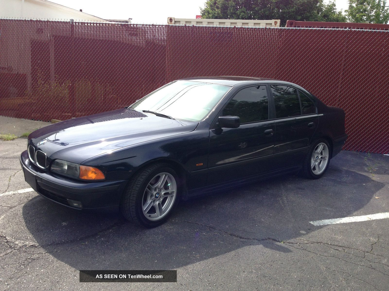 2000 Bmw 540i Base Sedan 4 - Door 4.  4l 5-Series photo
