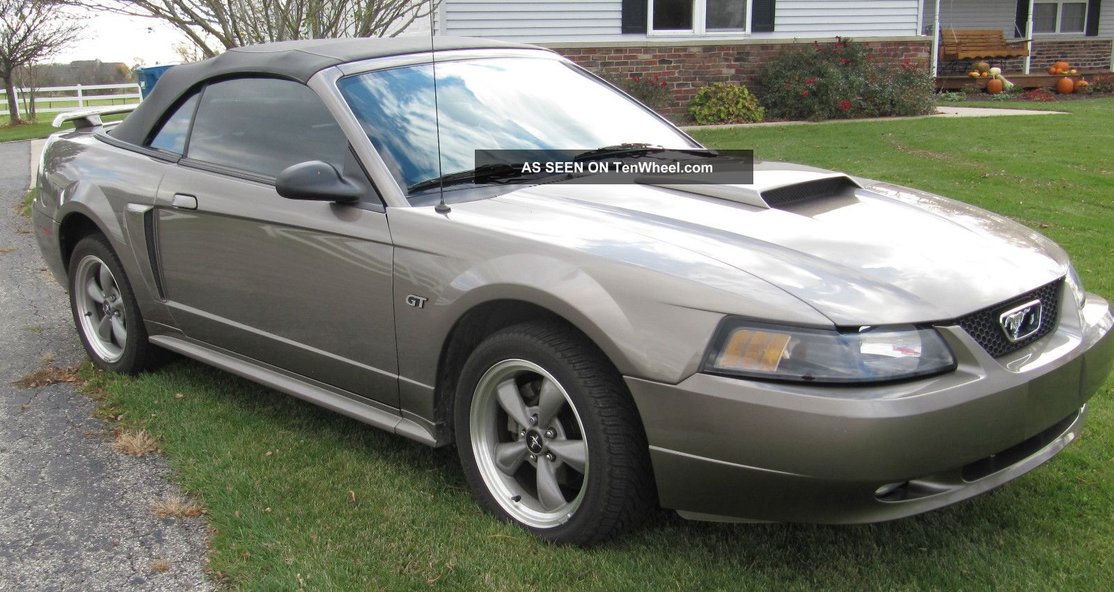 2001 ford mustang gt convertible 2 door 4 6l. Black Bedroom Furniture Sets. Home Design Ideas