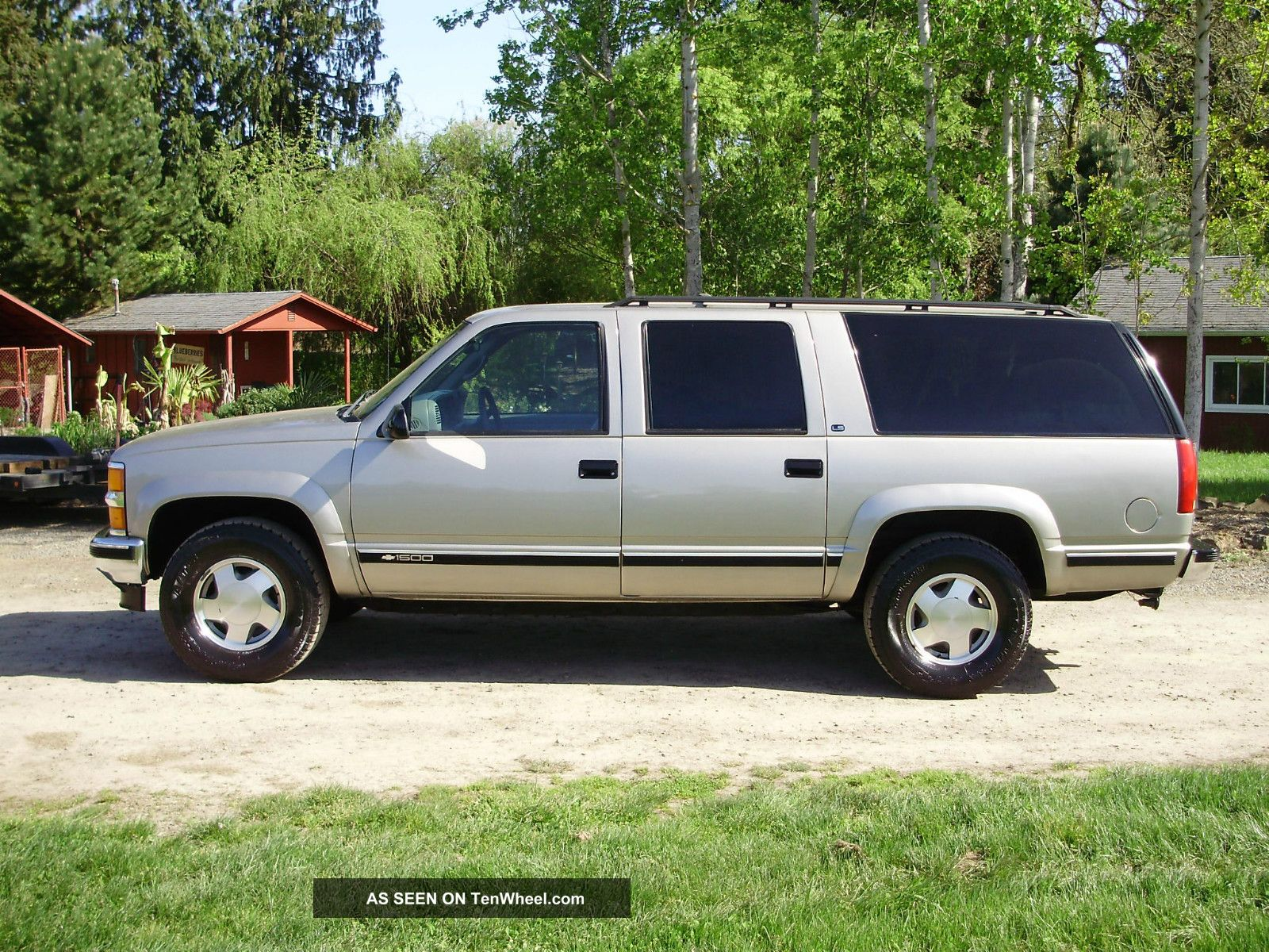 1999 chevrolet suburban ls 1500 4wd loaded rust very. Black Bedroom Furniture Sets. Home Design Ideas