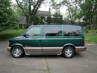 2002 Gmc Safari Slt Extended Passenger Van 3 - Door 4.  3l. . . photo