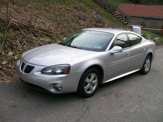 2005 Pontiac Grand Prix Base Sedan 4 - Door 3.  8l photo