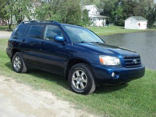 2005 Toyota Highlander Base Sport Utility 4 - Door 3.  3l 4x4 Loaded 3rd Row Seat photo