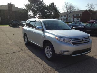2011 Toyota Highlander Se Sport Utility 4 - Door 3.  5l V6 photo