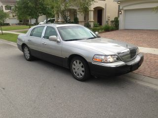 2005 Lincoln Town Car Limited photo
