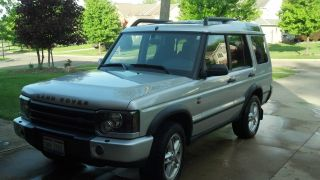 2004 Land Rover Discovery Se7 Sport Utility 4 - Door 4.  6l photo