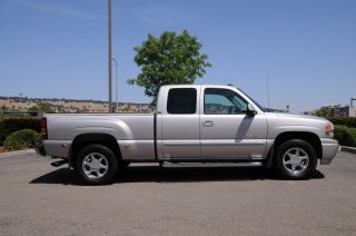 2004 Gmc Sierra Denali Base Extended Cab Pickup 4 - Door 6.  0l photo