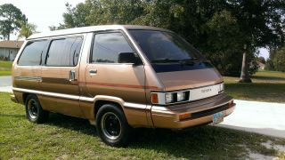 1984 Toyota Van Wagon Le Mini Passenger Van 3 - Door 2.  0l 1998cc 122cu.  In.  L4 Ga photo