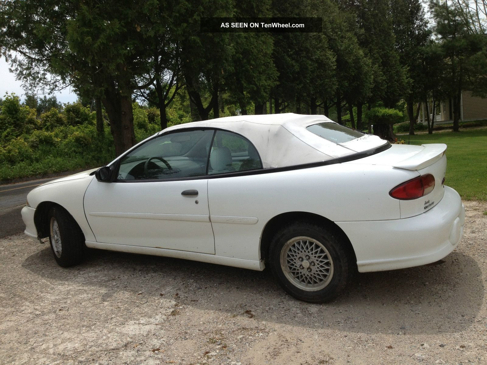 1998 Chevrolet Cavalier Z24 Convertible 2 - Door 2.  4l Cavalier photo