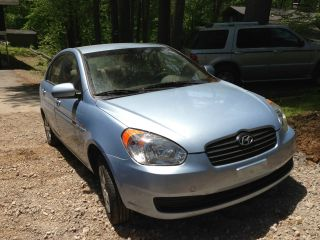 2011 Hyundai Accent Gls Sedan 4 - Door 1.  6l 36 Mpg photo