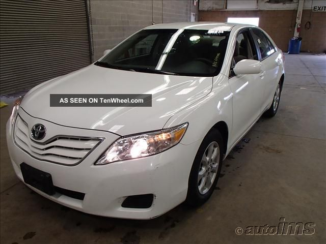 Toyota Camry 2011 - 4 - Door - 4x2 - 4 Cylinder Gas - Cloth Interior - 67k Mile Camry photo