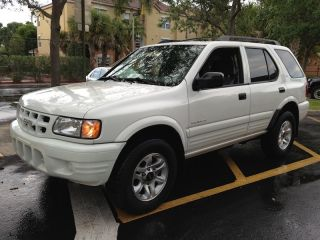 2002 Isuzu Rodeo S V6 Sport Utility 4 - Door 3.  2l photo