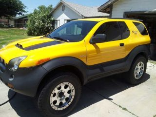 2001 Isuzu Vehicross Base Sport Utility 2 - Door 3.  5l photo
