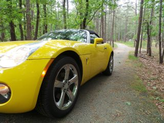Yellow 2007 Pontiac Solstice Convertible photo