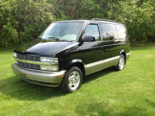 2004 Chevrolet Astro Ls Standard Passenger Van 3 - Door 4.  3l photo