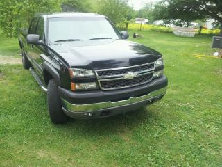 2005 Chevy Silverado K2500hd Four Wheel Drive Long Bed Crew Cab photo