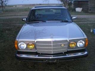 1982 Mercedes Turbo Diesel 300d Luxury Car photo