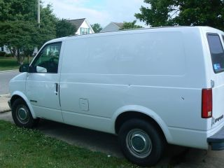 1999 Gmc Safari Sl Extended Cargo Van 3 - Door 4.  3l photo