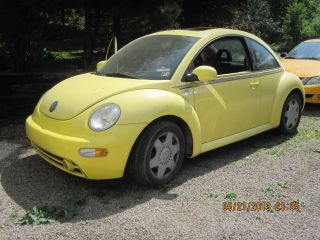 2001 Volkswagen Beetle Gls Hatchback 2 - Door 2.  0l photo