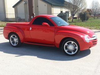 2004 Chevrolet Ssr Hard Top Convertible 5.  3l photo