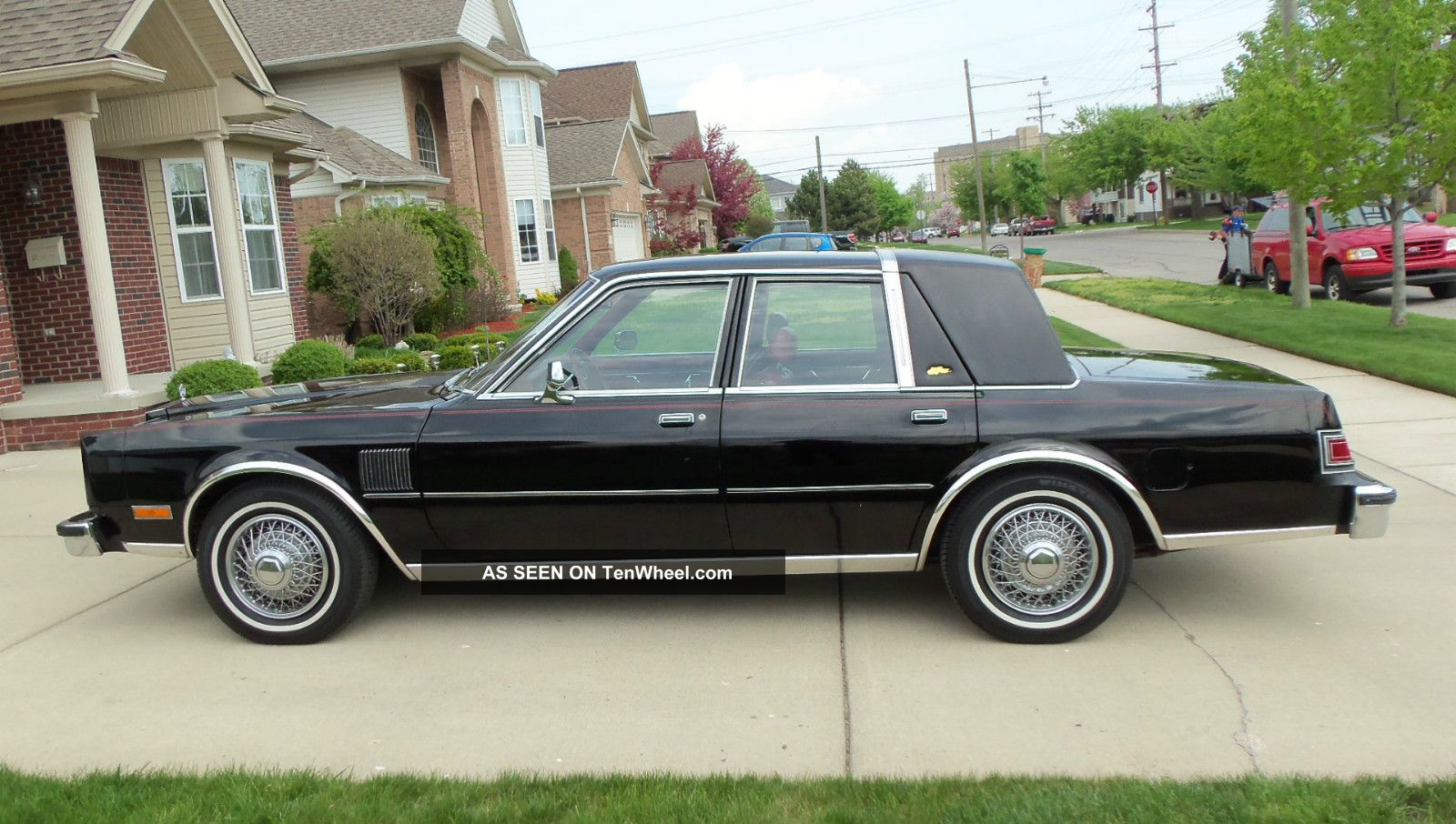 1982 Chrysler Yorker Fifth Avenue 4 Door Sedan 318