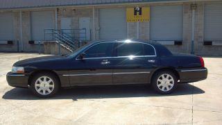 2007 Lincoln Town Car Executive L Sedan 4 - Door 4.  6l photo