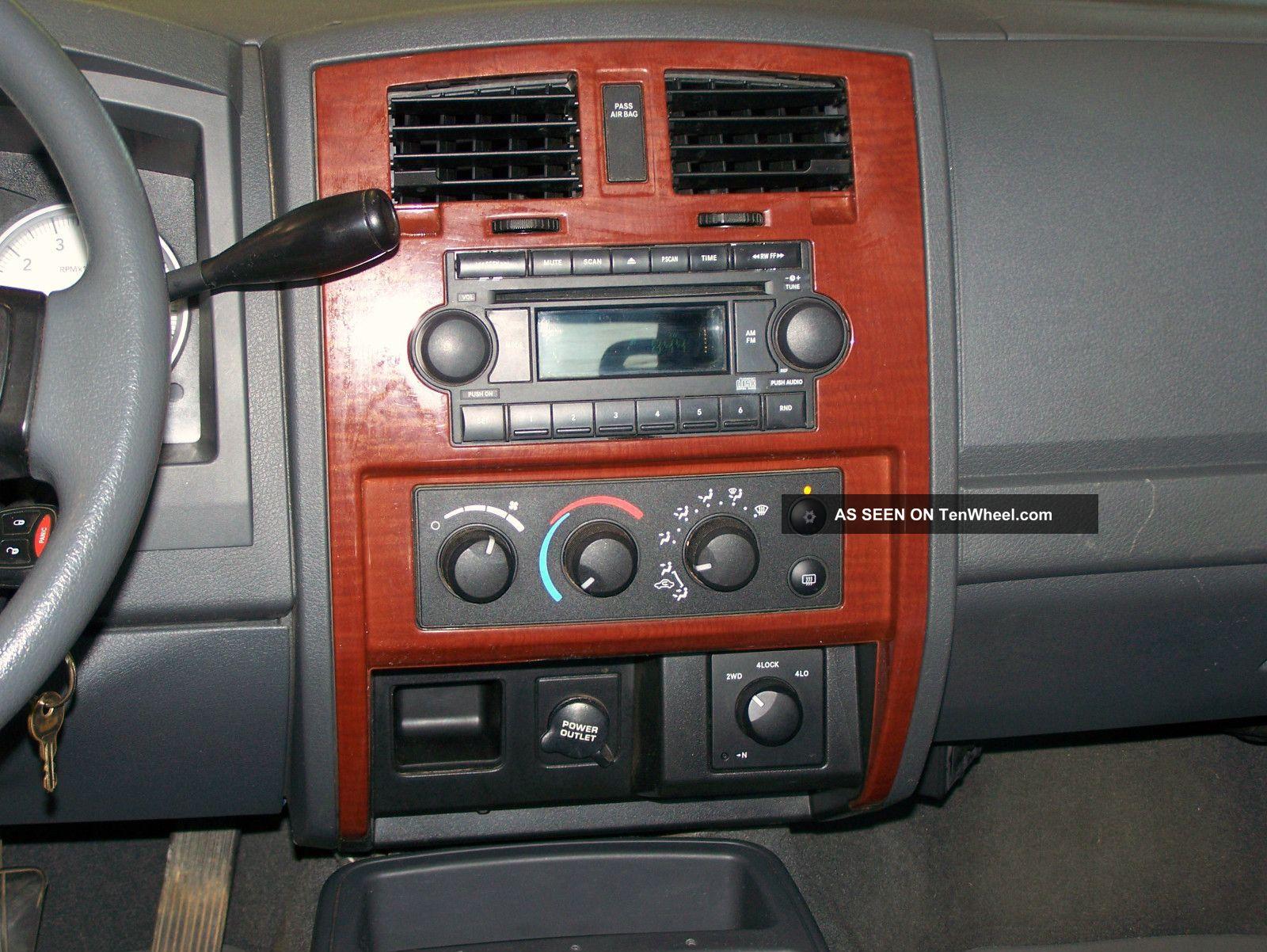 Dodge Dakota Slt Crew Cab Pickup Door L Lgw on 2005 Dodge Ram Interior