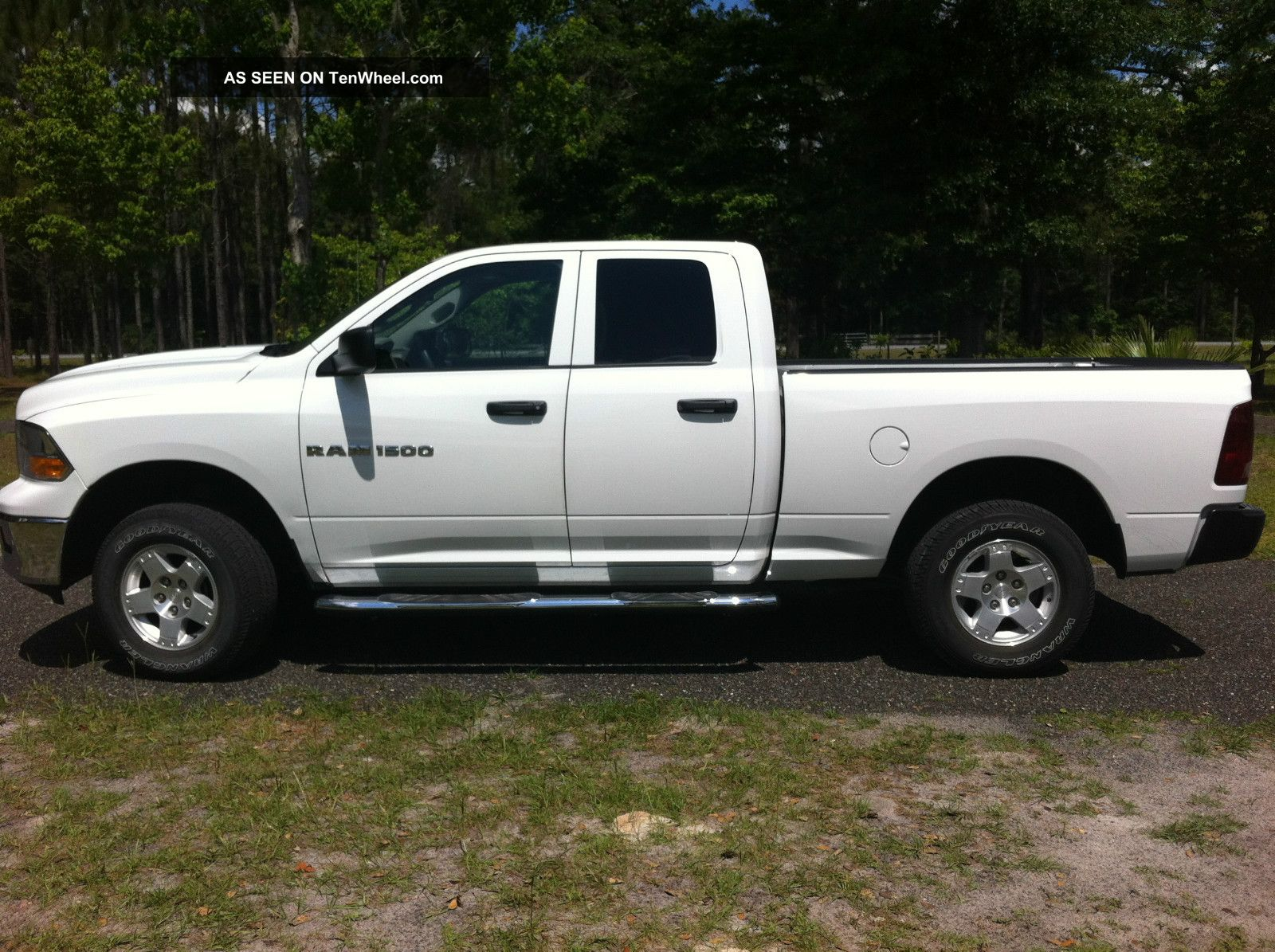 2012 dodge ram 1500 4x4 crew cab v8 ram 1500 photo 1. Black Bedroom Furniture Sets. Home Design Ideas