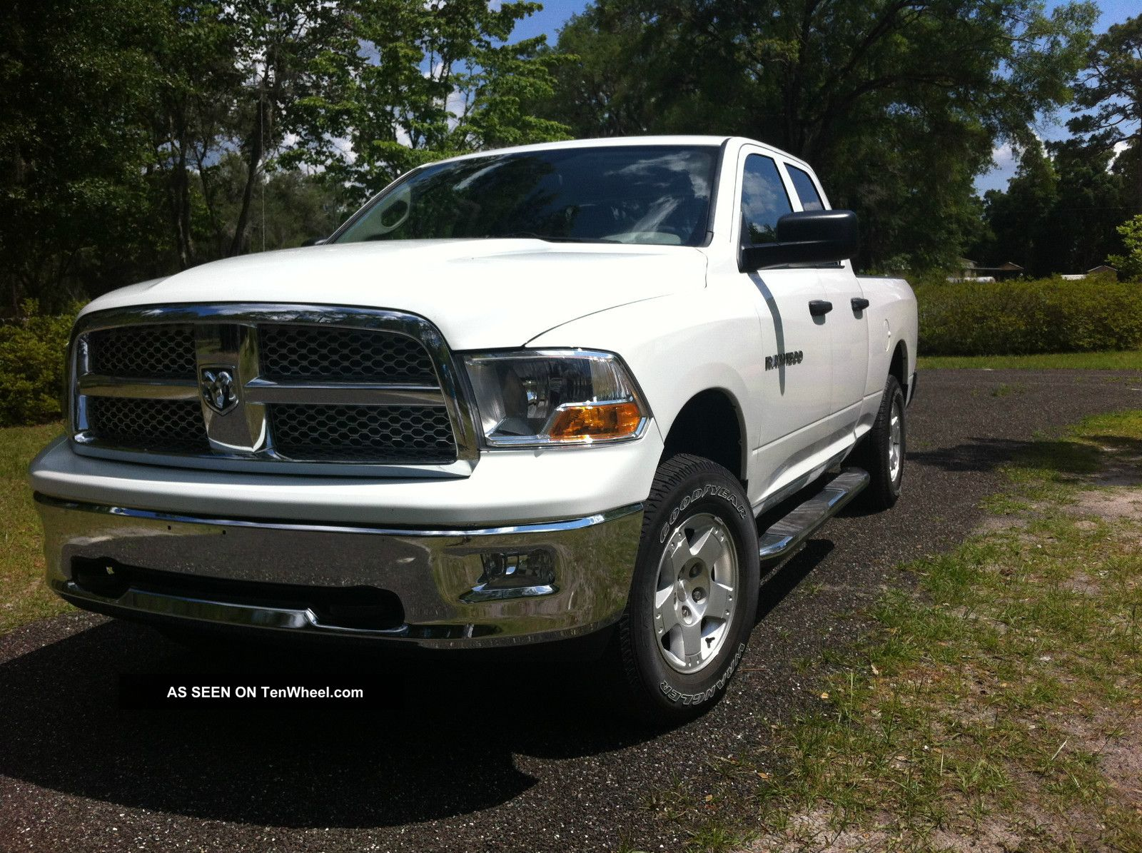 2012 dodge ram 1500 4x4 crew cab v8 ram 1500 photo 2. Black Bedroom Furniture Sets. Home Design Ideas