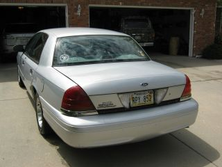 2001 Ford Crown Victoria Base Sedan 4 - Door 4.  6l photo