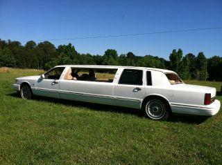 1997 Lincoln Town Car Base Limousine 4 - Door 4.  6l photo