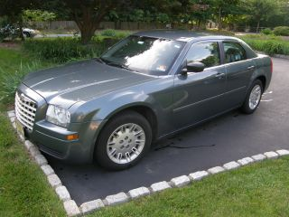 2006 Chrysler 300 Base Sedan 4 - Door 2.  7l photo