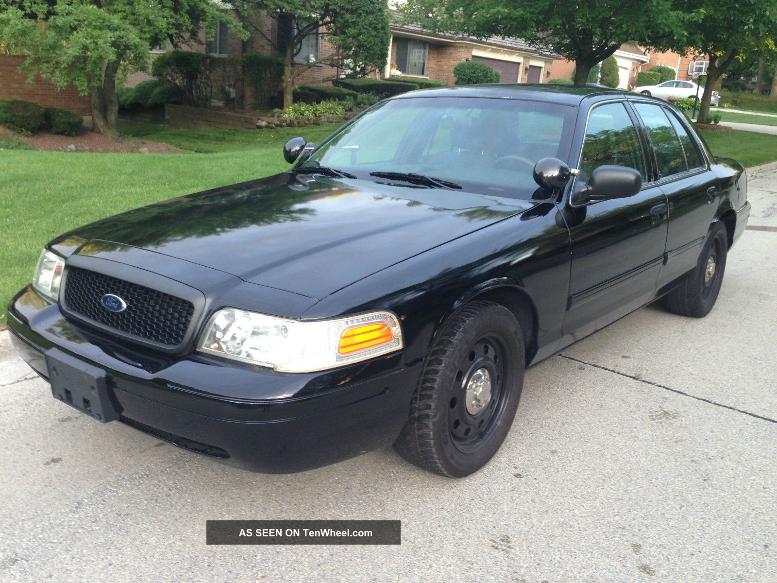 2010 ford crown victoria police interceptor sedan 4 door. Black Bedroom Furniture Sets. Home Design Ideas