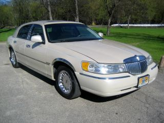 1999 Lincoln Town Car Cartier 4 Dr Sedan V - 8 4 - 6 Electronic Fuel Injection photo