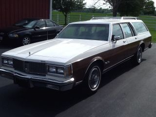 1989 Olds Custom Wagon photo