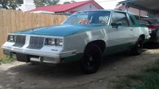 Great 1985 Oldsmobile Cutless Supreme Starting.  99 Cents photo