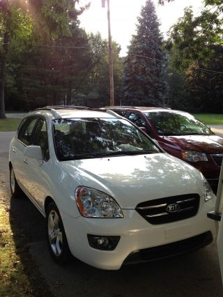 2007 Kia Rondo Ex Wagon 4 - Door 2.  7l photo