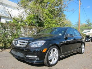 Mercedes Benz C300 4matic 2011 Black photo