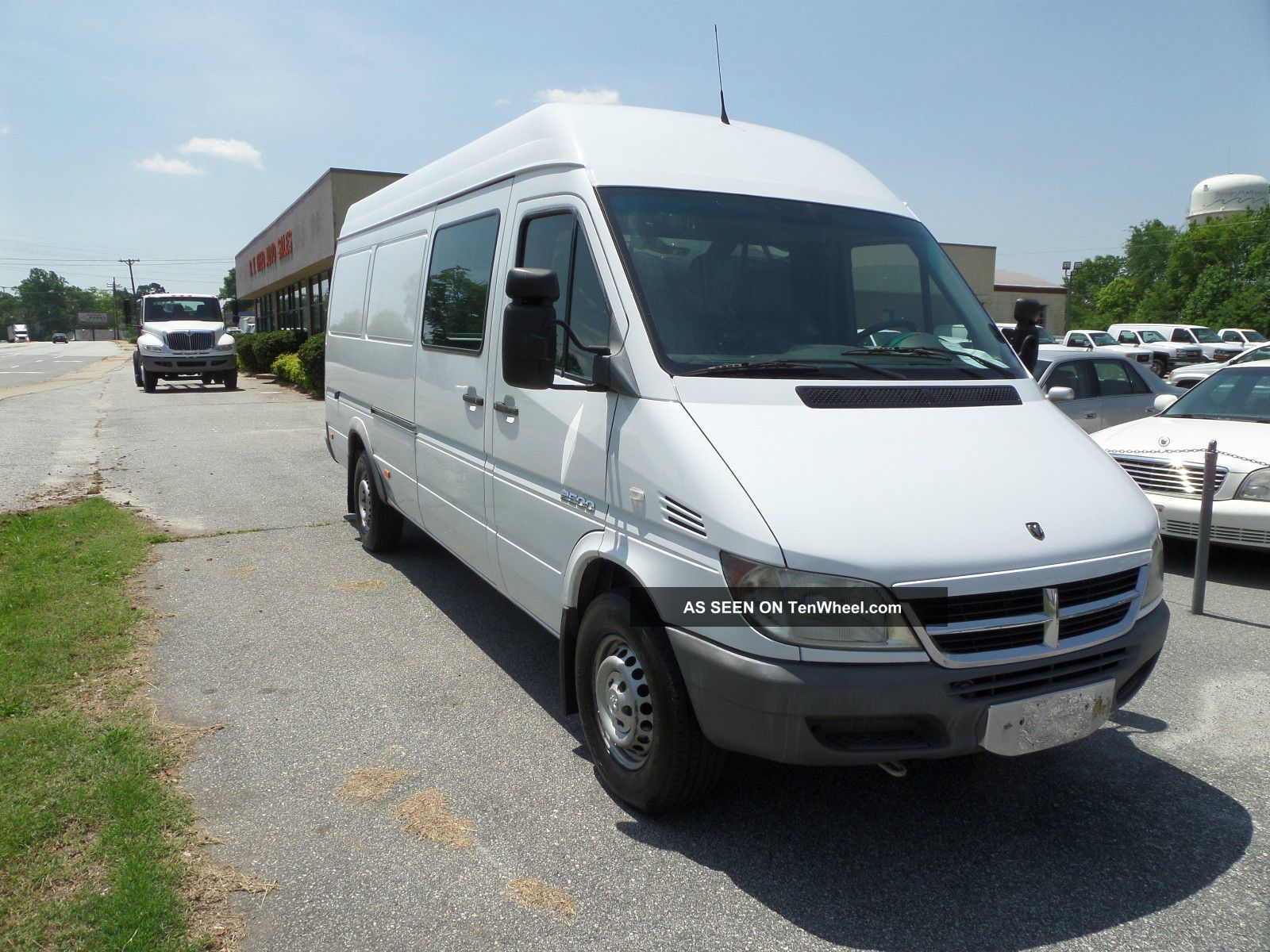 2004 dodge sprinter 2500 base standard cargo van 3 door 2 7l. Black Bedroom Furniture Sets. Home Design Ideas