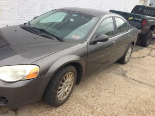2005 Chrysler Sebring Base Sedan 4 - Door 2.  4l photo