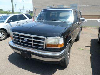 1993 Ford Bronco Custom Sport Utility 2 - Door 5.  0l 4x2 photo