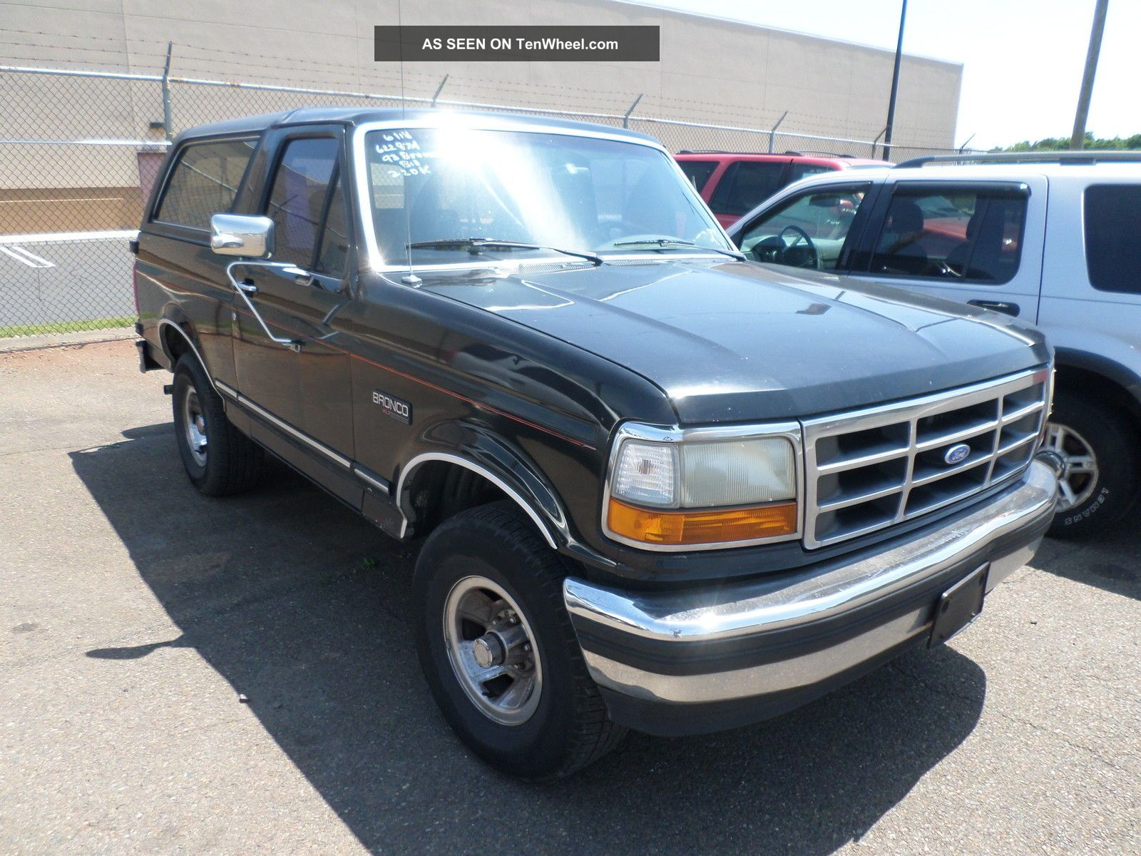 1993 ford bronco custom sport utility 2 door 5 0l 4x2. Black Bedroom Furniture Sets. Home Design Ideas
