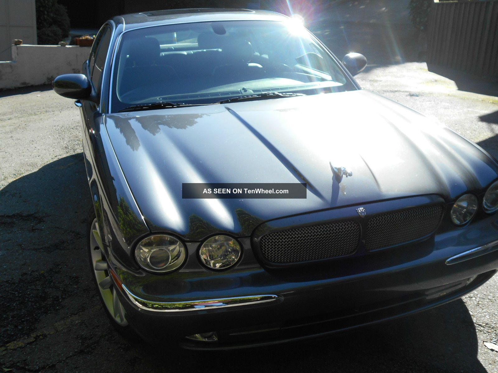 2004 Jaguar Xjr Base Sedan 4 - Door 4.  2l XJR photo
