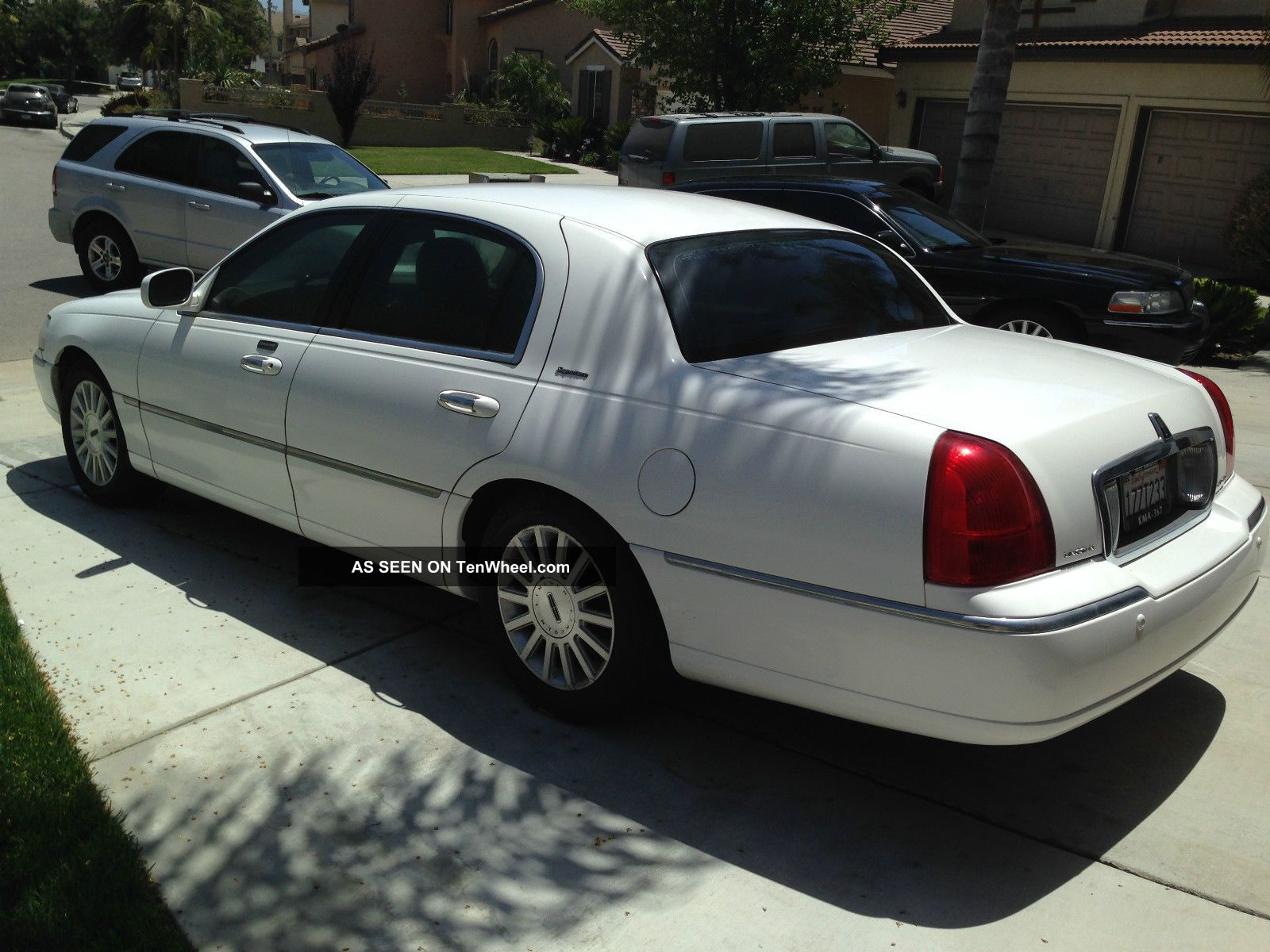 2003 white lincoln town car signature series. Black Bedroom Furniture Sets. Home Design Ideas