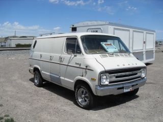 1977 Dodge B100 1 / 2ton Van (shorty) photo
