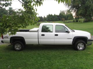 2004 Chevrolet Silverado 2500 Hd Base Crew Cab Pickup 4 - Door 8.  1l photo